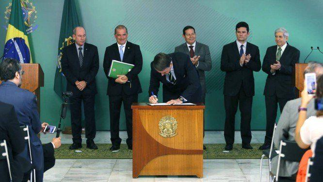 Decreto de Bolsonaro permite a posse de até quatro armas por cidadão