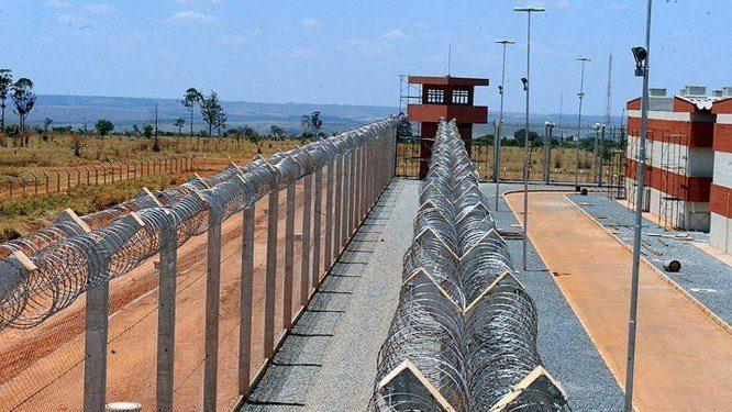 Governo proíbe visitas com contato físico nos cinco presídios federais