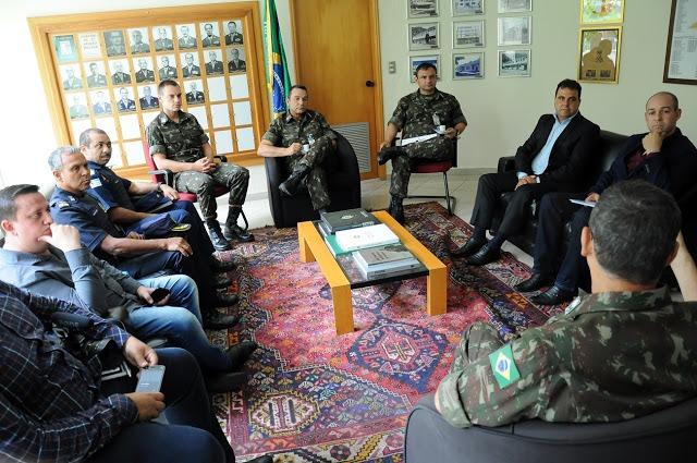 Prefeito de Diadema pede armas de fogo do Exército para a GCM