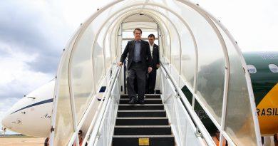 Bolsonaro participará de jantar com embaixador brasileiro, Bannon e Olavo de Carvalho