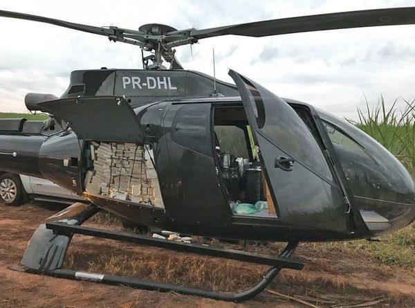 PF apreende helicóptero de R$ 4 milhões com meia tonelada de cocaína em ação contra tráfico de drogas em SP