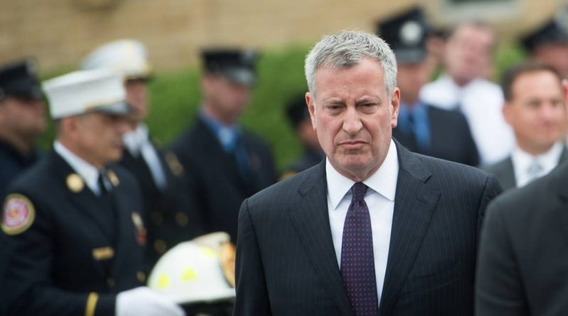Três chefes da polícia de Nova York são presos em caso de corrupção ligado a prefeito