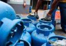 Governo pretende reduzir o preço do gás de cozinha pela metade, diz Guedes