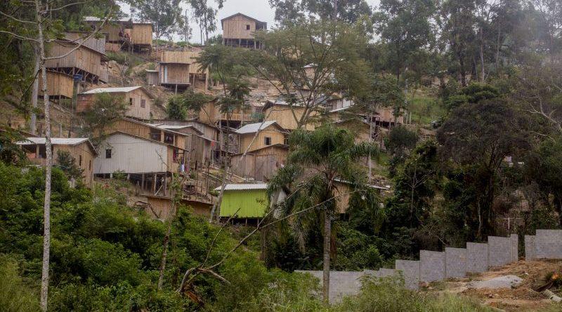 Com invasões descontroladas, Florianópolis caminha para favelamento aos moldes do Rio