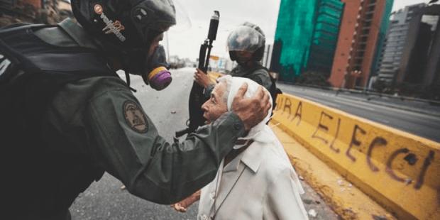 """""""Não tenho medo deles"""": freira chamada Esperança encara ditadura de Maduro"""