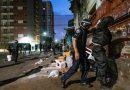 Ação na cracolândia gera confronto entre drogados e Guardas Civis