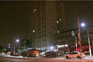 Mãe arremessa criança do quinto andar, mas só tem ferimentos leves