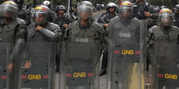 Venezuela: guardas de Maduro invadem igreja, de moto, em plena Santa Missa