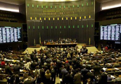 Câmara abre pesquisa para saber se susta decreto de armas