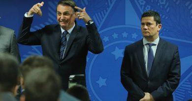 Quem quer desarmar o povo é porque quer o poder absoluto', diz Bolsonaro