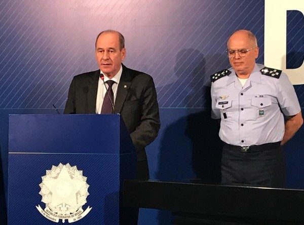 Ministro diz que militar preso será julgado 'sem condescendência' na Espanha e no Brasil