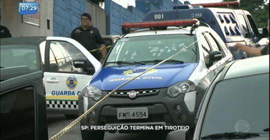 VIATURA DA GUARDA MUNICIPAL DE COTIA É METRALHADA POR CRIMINOSOS