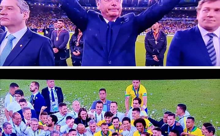 Chamado de Mito pelos jogadores, Bolsonaro vira o centro das atenções