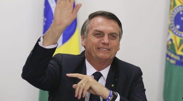 """BOLSONARO QUER AUMENTAR DEDUÇÕES NO IMPOSTO DE RENDA E """"ALIVIAR"""" CONTRIBUINTE"""
