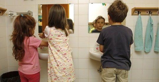 """Meninas estão abandonando a escola por constrangimento em """"banheiros transgêneros"""""""