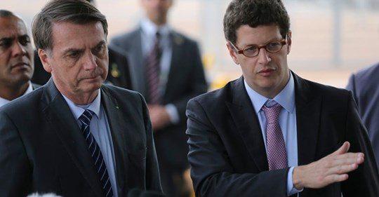 Ecologistas ignoram tragédia em praia do nordeste ao saber que culpa não é de Bolsonaro