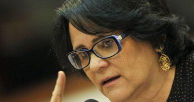 DAMARES RESPONDE ARCEBISPO: NINGUÉM DA DIREITA INTRODUZIU CRUCIFIXO NA VAGINA