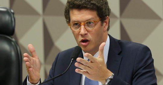 RICARDO SALLES PEDE A MACRON QUE PAGUE R$ 2,5 BILHÕES PENDENTES DESDE 2005