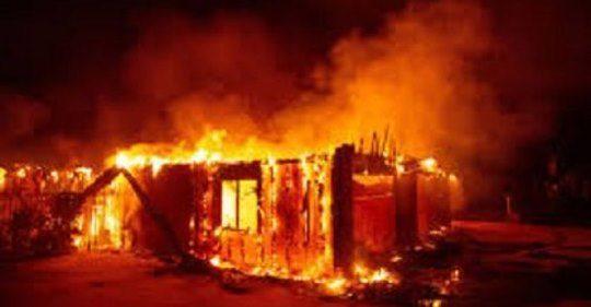 """Muçulmanos queimam mãe e filhos de cristão aos gritos de """"Allah Akbar"""""""