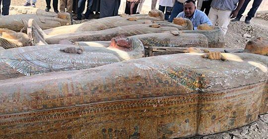 Arqueólogos encontram 20 sarcófagos praticamente intactos no Egito: 'uma das mais importantes descobertas dos últimos anos'