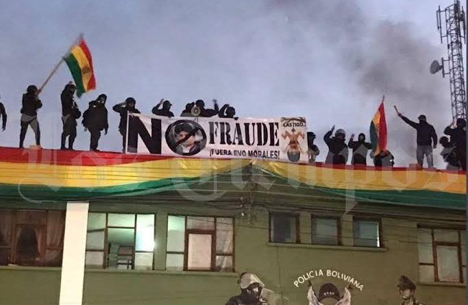 Na Bolívia, Policiais não obedecem mais ordens de Evo Morales e juntam-se ao povo