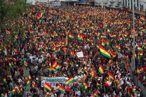 Na Bolívia 2 MILHÕES de pessoas nas ruas pedindo a renuncia de Evo Morales