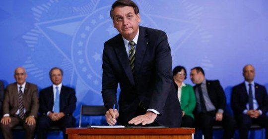 """Bolsonaro lança """"Bolsa Família do Emprego"""" e projeta 1,8 milhão de jovens contratados"""