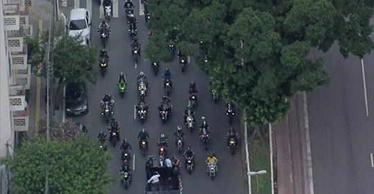 Motociclistas fazem manifestação em apoio à PM de SP