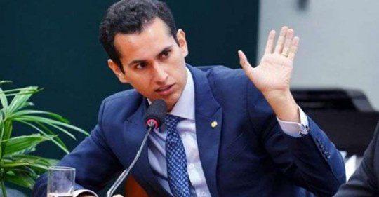 Deputado ignora falcatrua para garantir fundão eleitoral com dinheiro do povo