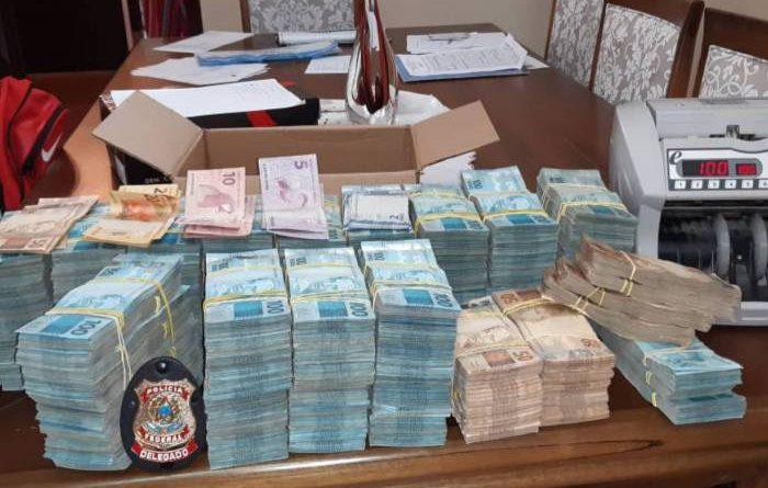 Polícia Federal encontra mais de R$ 1,5 milhão na casa de investigado na Operação Favorito no Rio