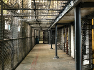 Justiça permite que presos fiquem mais um mês em casa