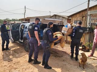 Guarda Municipal de Araucária (PR) atende caso de violência doméstica, se sensibiliza com a situação da família e doa roupas e alimentos