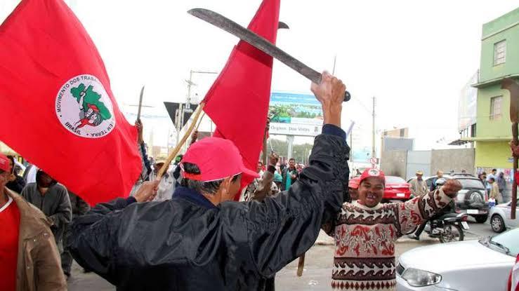 Governador Petista da Bahia defendendo os invasores de terras MST