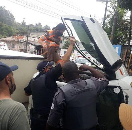 Roubo de carga e capotamento no Morro Doce