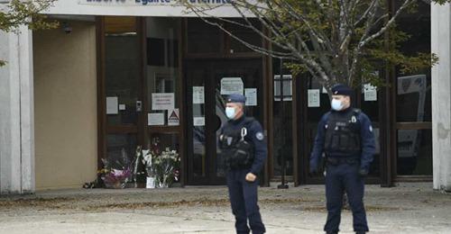 Mesquita em Paris é fechada após decapitação
