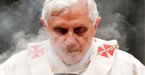 Papa conservador foi forçado a renunciar
