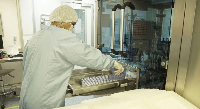 Fiocruz recebe hoje insumos para produção de 9 milhões de doses