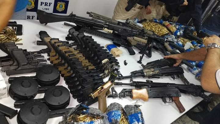 POLÍCIA FEDERAL TROCA TIROS COM TRAFICANTES DE ARMAS